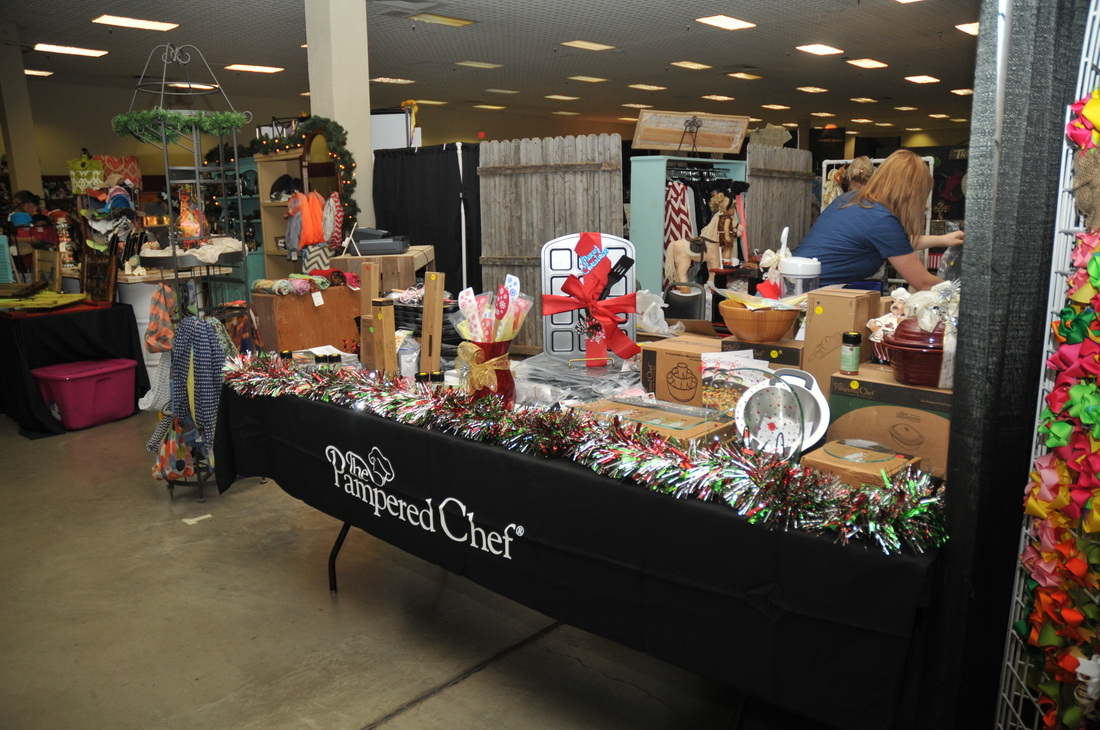 Photos christmas in october for Ohio holiday craft shows